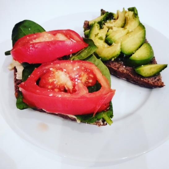 Vegan week: Avocado and Spinach- Tomato bred <3